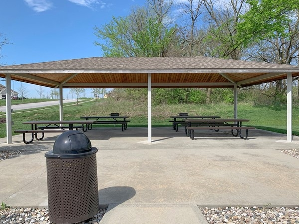 Falcon Lakes has relaxing picnic area by playground and pool