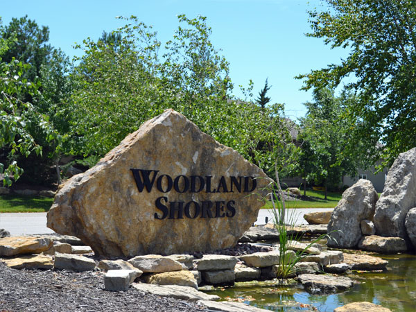 Lavish landscaping in Woodland Shores - One of the most beautifully landscaped communities