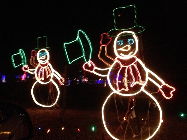 Animated snowmen tip their hats at the Longview Lake Farm holiday light display