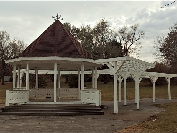 Beautiful gazebo at Rotary Park in Blue Springs! Great for photos