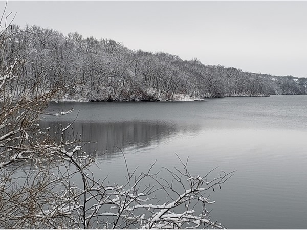 A wintry morning on the lake