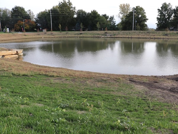 Colonial Highlands pond