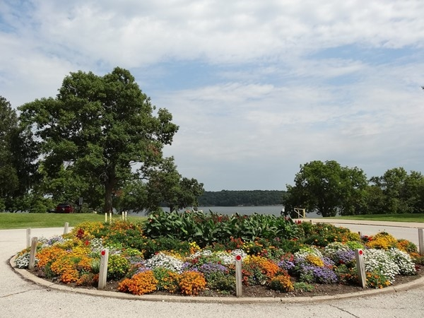 Beautiful and colorful flowerbed in Fleming Park - Lake Jacomo
