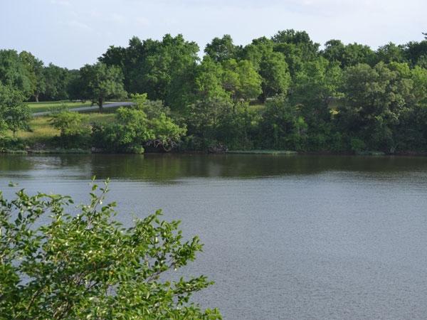 Living in Woodland Shores and enjoying Prairie Lee Lake