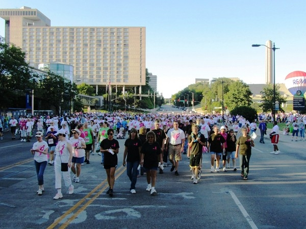 Thousands of survivors & supporters turn out for the annual Susan G. Komen Walk in downtown KC.