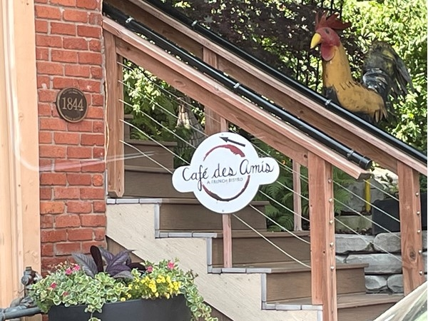 Love Cafe des Amis in downtown Parkville.  Next time I'm trying the St-Jaques (wild scallops)
