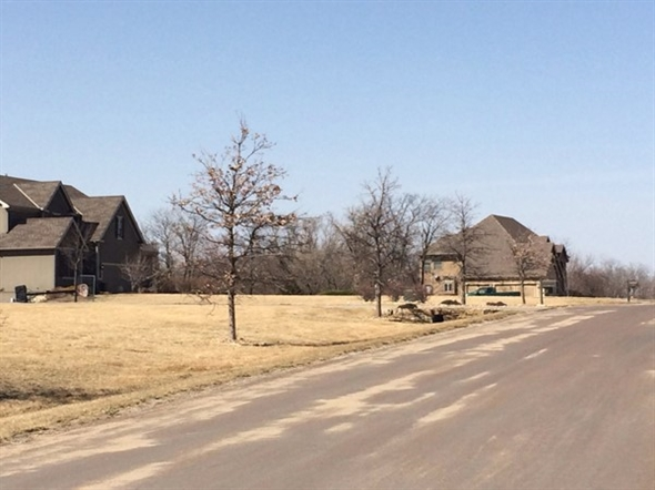 This neighborhood has a minimum of 2.5 acre lots