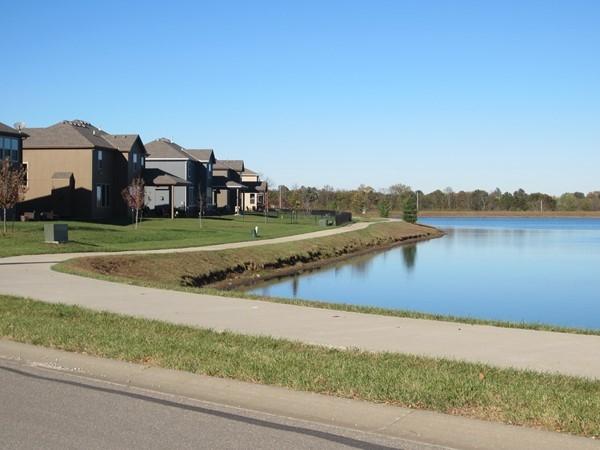 Lakeside walking trail, Lakeside at Chapman Farms