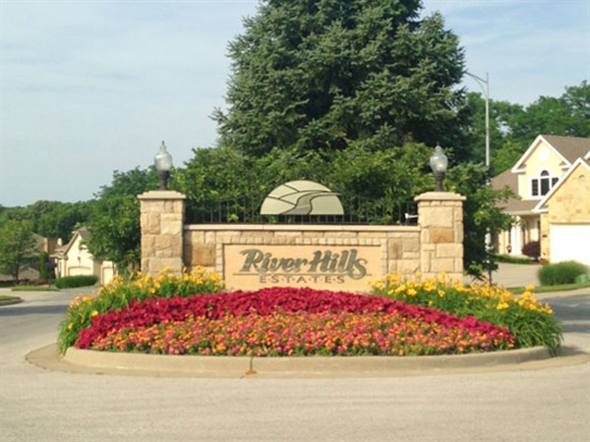 River Hills Estates: Forest paradise close to the city.