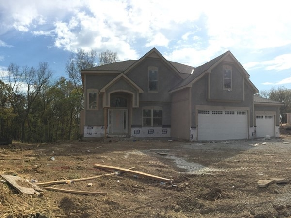 New construction taking place in Seven Bridges. Wonderful new fourth phase with wooded backdrop