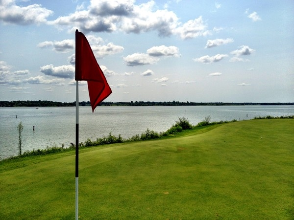 Paradise Pointe provides challenging golf surrounded by beautiful Smithville Lake