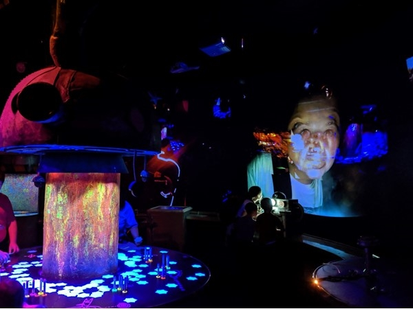 Kaleidoscope, located at Crown Center, has a glowing blacklight room with glowing wax paint