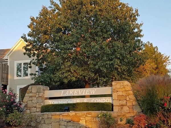 There's something for everyone in Lakeview Townhomes and Condominiums in Shawnee