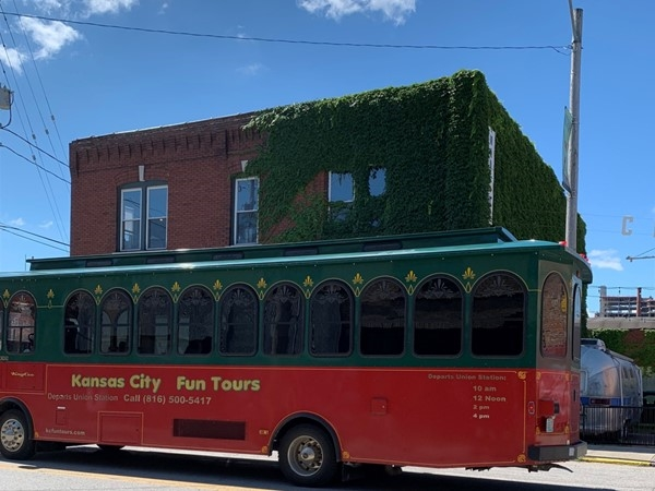 Such a fantastic day date idea, go on a trolley tour