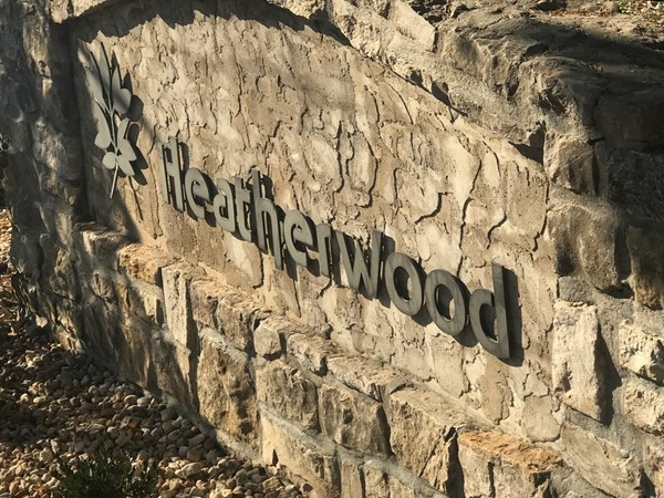 Heatherwood entrance has a quick access to nearby 7 highway