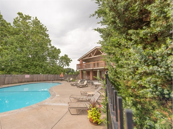 Lido Villas Clubhouse and community pool