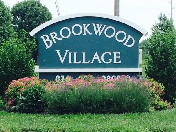 Spacious 2 and 3 bedroom townhomes with vaulted ceilings, fireplaces, and private garages