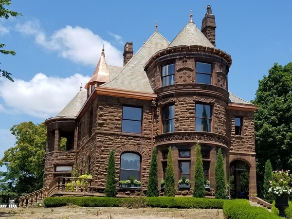 Loving these beautiful castle like homes near the Kansas City Museum