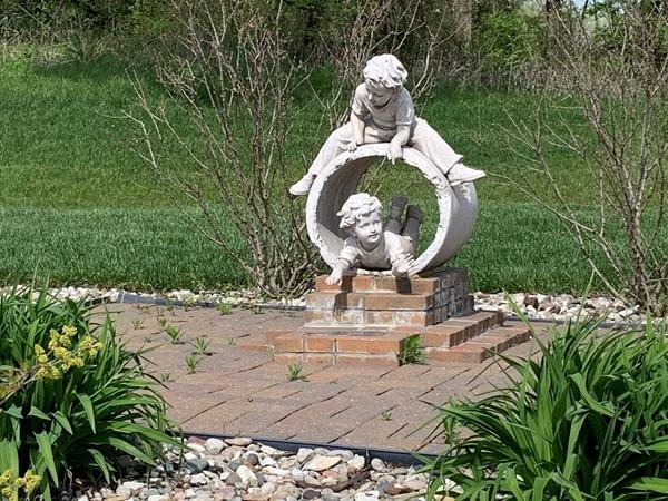 Cute statue in Falcon Lakes