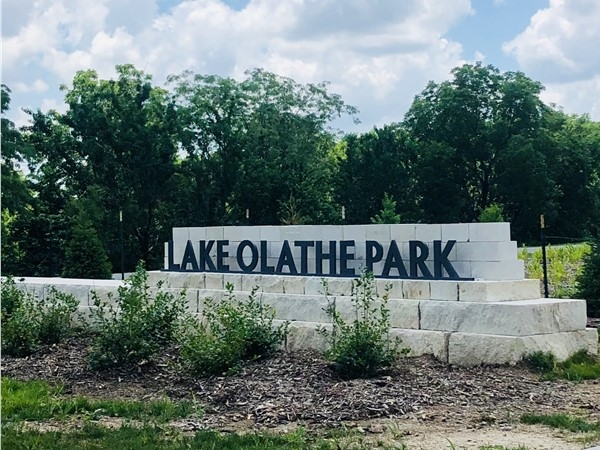 New Lake Olathe entrance at Santa Fe and Ward Cliff Drive