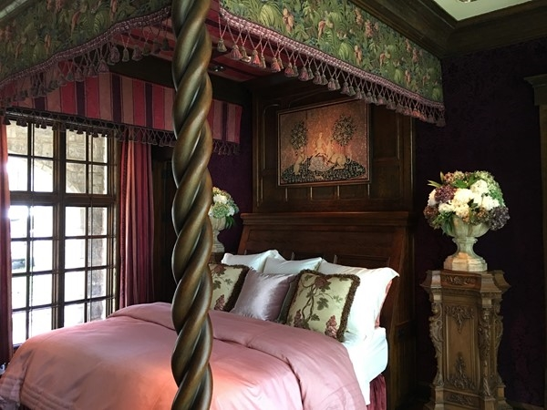 Bedroom inside Weatherby Lake Castle