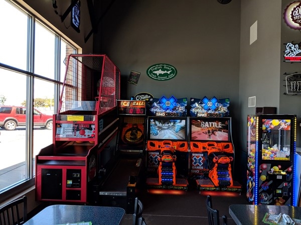 Games inside Long-Bell Pizza Co