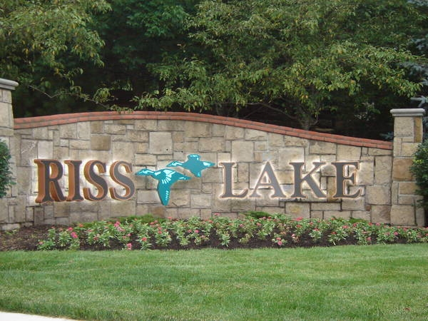 Riss Lake - The Premier Community North of The River In Parkville
