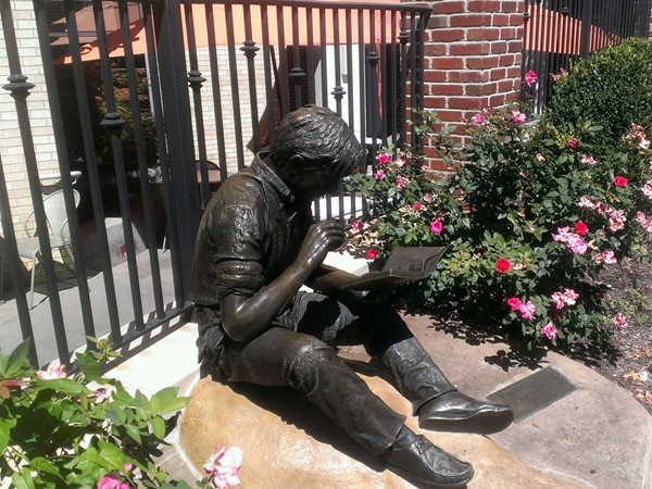 Don't take too long for lunch:  This boy sat down for a sandwich and got bronzed at the Plaza!