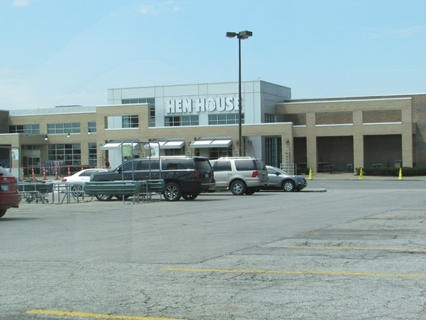 The Hen House grocery store is just a short walk away