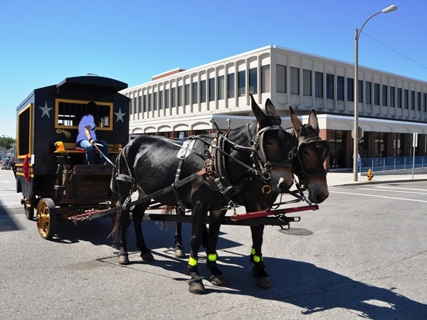 The historical Santa-Cali-Gon Days festival takes place every year in Old Downtown Independence