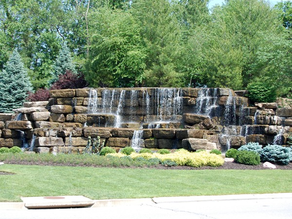 Thousand Oaks Community greets you with a fountain - Kansas City is the City of Fountains!