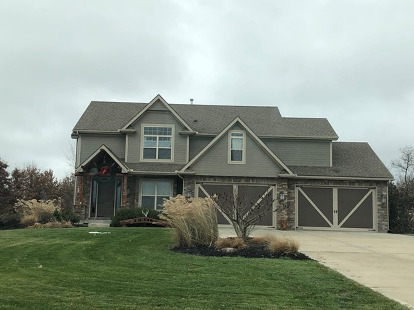 Newer homes with huge lots in Liberty Hills