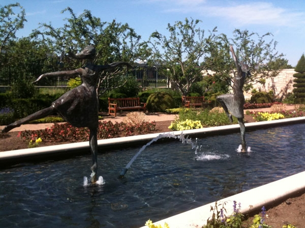Ewing and Muriel Kauffman Memorial Garden: Dancing Art