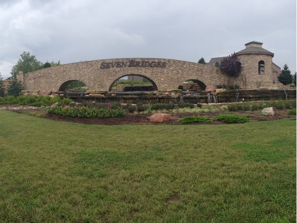 Stunning entrance of Seven Bridges