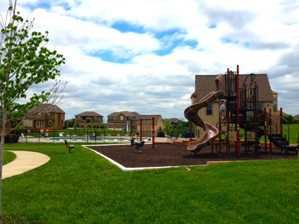 Neighborhood commons including clubhouse, pool and playground at Heritage Manor.