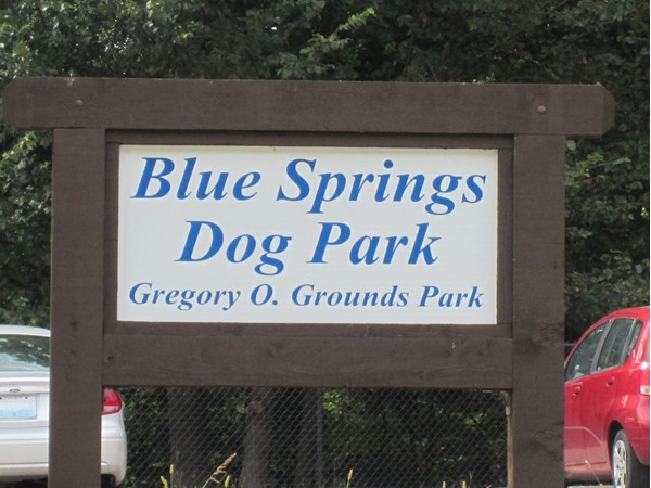 Sign for the Blue Springs Dog Park at Gregory O. Grounds Park