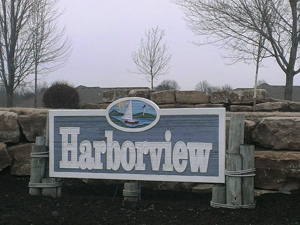 Harborview entrance marker