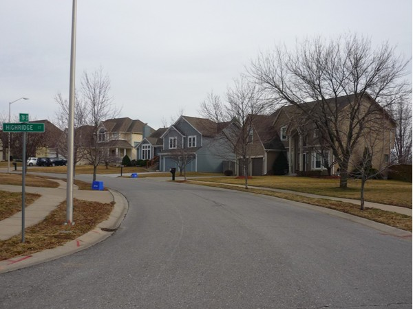 East 78th Street from Highridge Court looking southeast in the Summit Wood subdivision