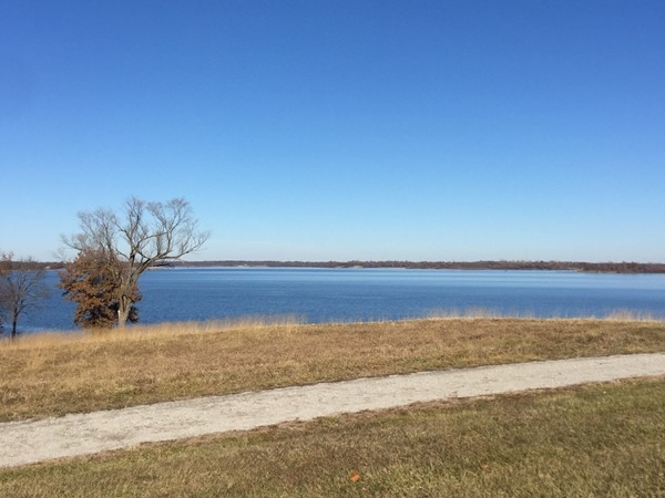 Crisp blue water at Smithville Lake