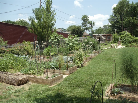 Private gardens at 17th and Summit