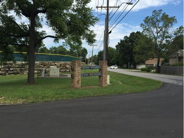Entrance to Oak Park High School