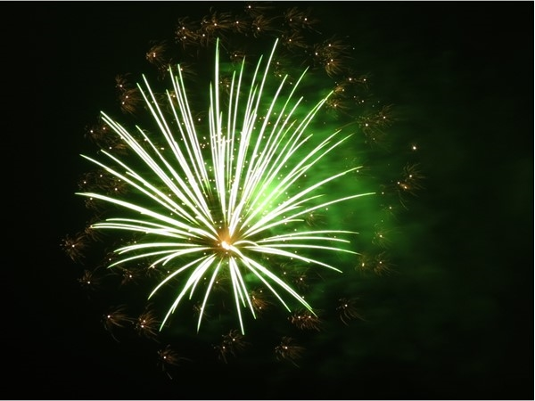 "Green fireworks with gold ""satellites"""