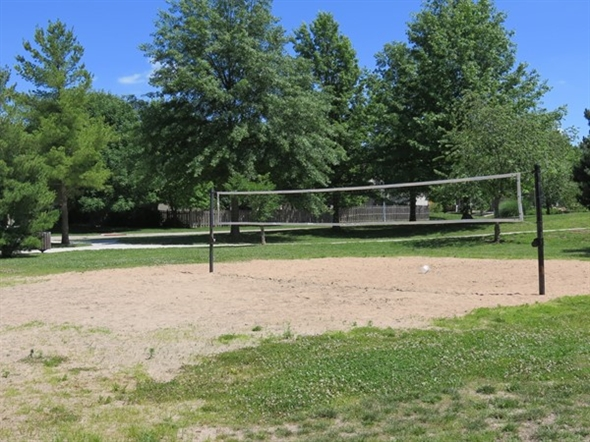Volleyball anyone? This is in Haven Park, near the large Havencroft subdivision of Olathe