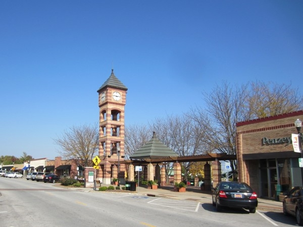 Plenty of shopping, dining and fun in Downtown Overland Park