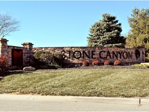 Stone Canyon is a beautifully maintained neighborhood with a golf course in Blue Springs