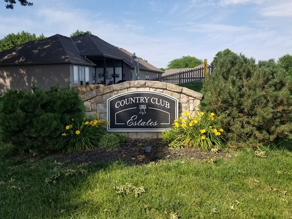 Country Club Estates entry sign