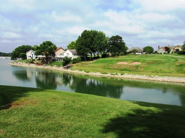Lakewood Oaks offers both lake living and country club golf all in a well-planned community