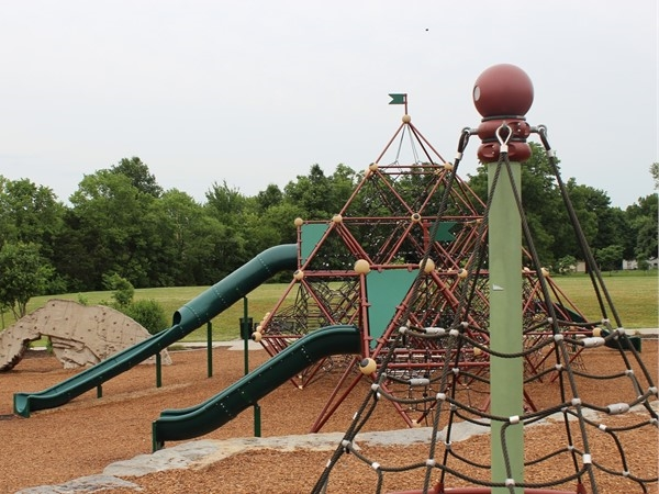Parks with playground in Lee's Summit