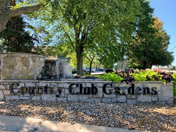 Country Club Gardens entrance at 7 Highway