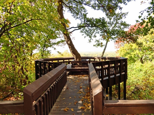 Weston Bend State Park offers a panoramic view of the Missouri River. Also hiking and biking trails.